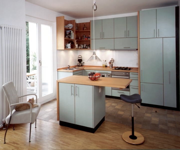 Geöltes Buchenholz An Moderner Insel Küche
